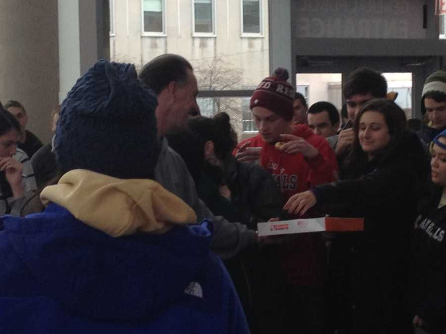 Pitt Head Coach Dixon passing out doughnuts this morning to students waiting for tickets.