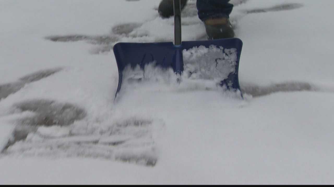 img-shoveling snow 01
