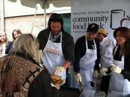 Pirates pitcher Jason Grilli served grilled cheese sandwiches while volunteering at the Greater Pittsburgh Community Food Bank on Wednesday.