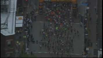 First wave of runners making their way past the starting line