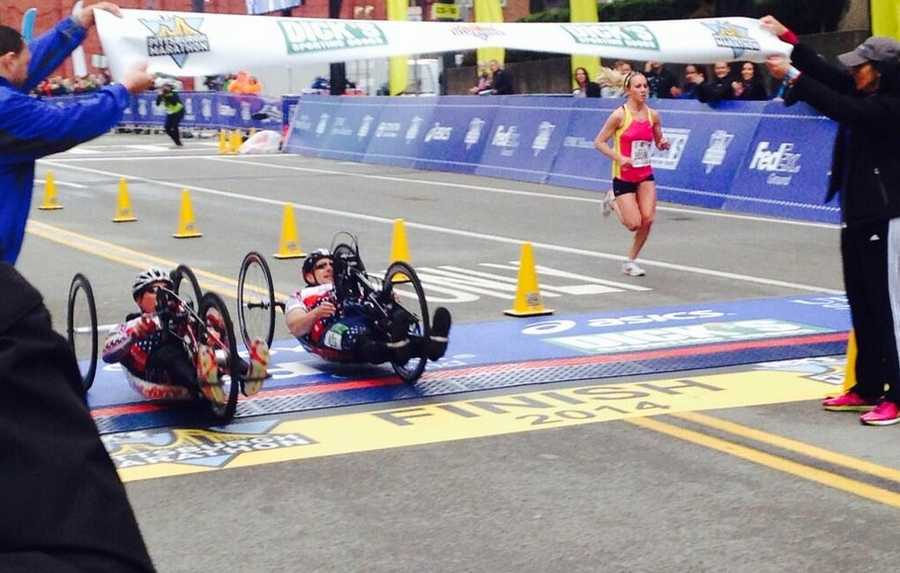 Close finish to the hand cycle race.