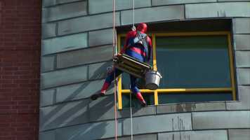 Spidey usually swings around town on his webs. Today, he's using ropes and a pulley for this special job.