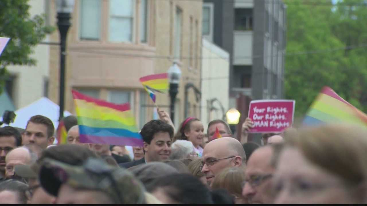 Pittsburgh residents celebrate gay marriage ruling