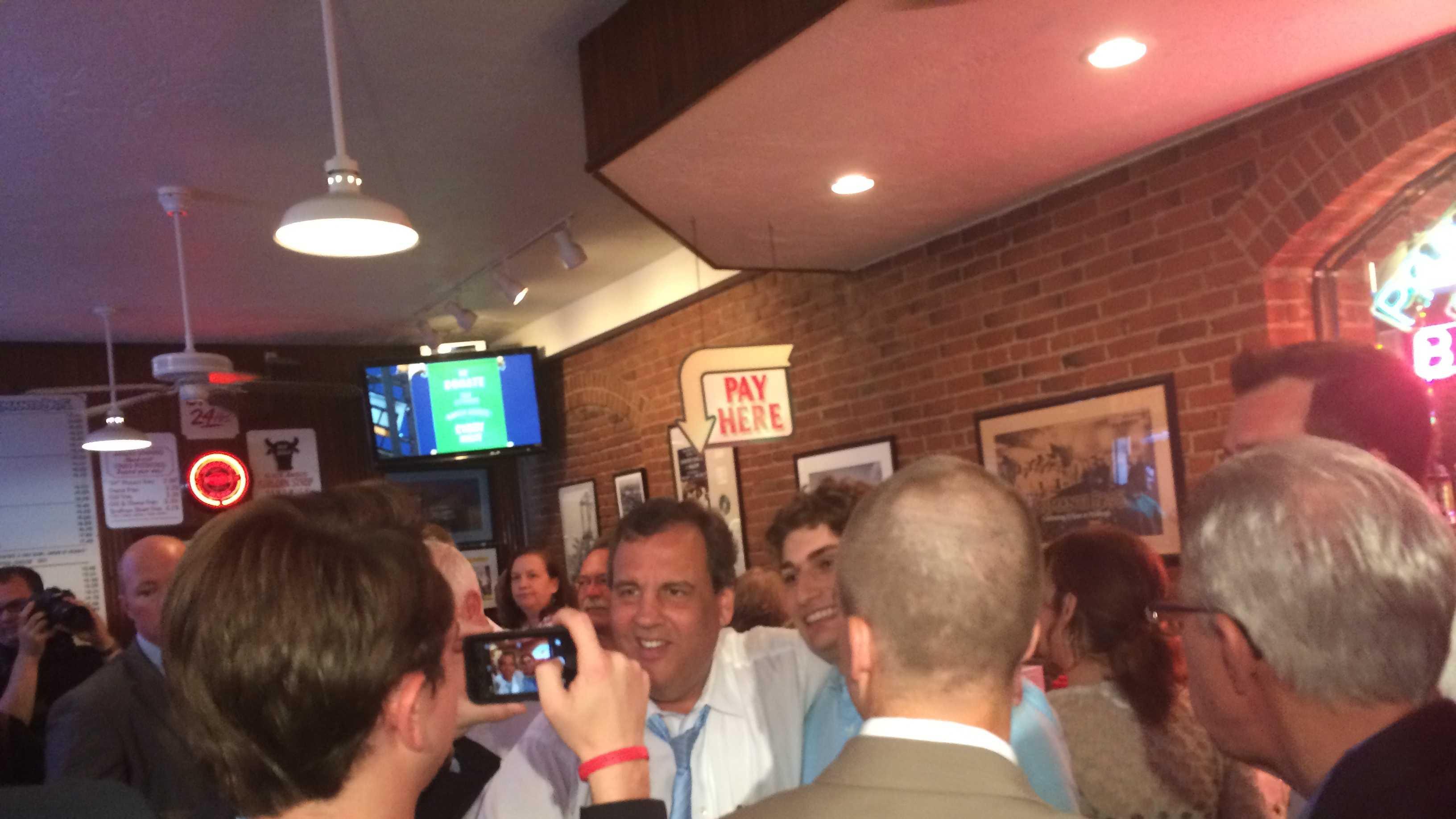 New Jersey Gov. Chris Christie campaigns with Pennsylvania Gov. Tom Corbett at Primanti Bros.