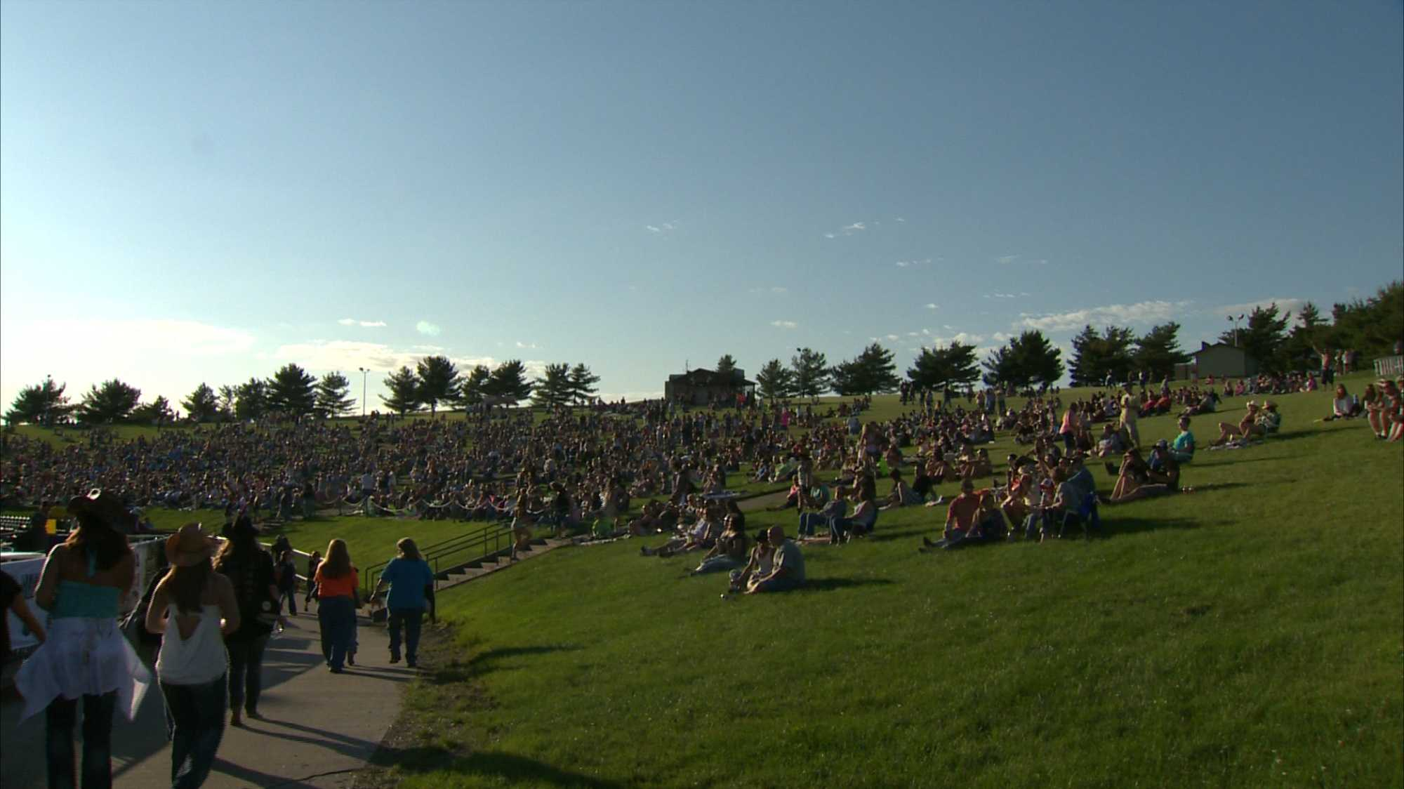 Fans can buy seats or spread out on the lawn for First Niagara Pavilion concerts.