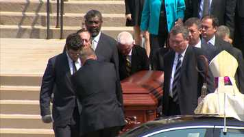 Steelers president Art Rooney II, former players Andy Russell and Joe Greene, and former Steelers director of communications Joe Gordon served as pallbearers.
