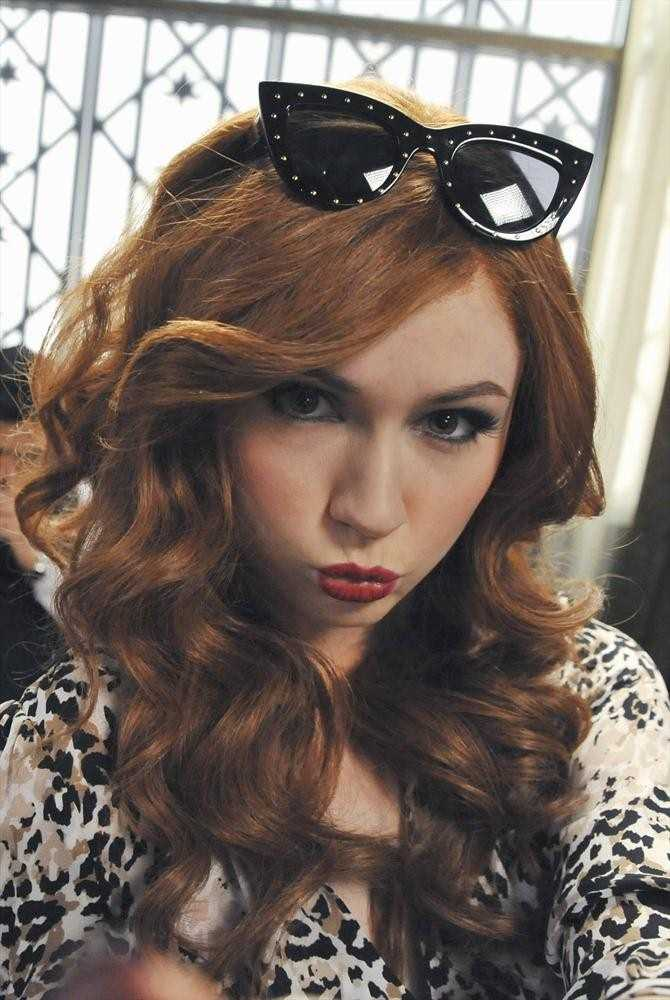 """Social Media superstar Eliza Dooley (Karen Gillan) has 263,000 followers who hang on to her every post, tweet and selfie. But after a workplace mishap goes viral, she quickly realizes that being """"instafamous"""" isn't all it's cracked up to be and being friended is not the same as having actual friends."""