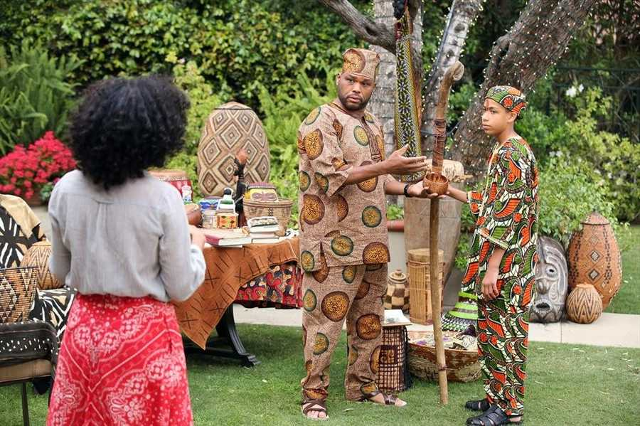 """BLACK-ISH - ABC's new family comedy, """"black-ish,"""" takes a fun yet bold look at one man's determination to establish a sense of cultural identity for his family. The series stars Anthony Anderson, Tracee Ellis Ross and special guest star Laurence Fishburne. (ABC/Adam Taylor)"""