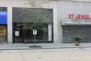 Fifth Avenue today: A former Payless ShoeSource store next to Rainbow is closed and vacant. 2T Jewelers is located next door, between the empty store and the Warner Centre.