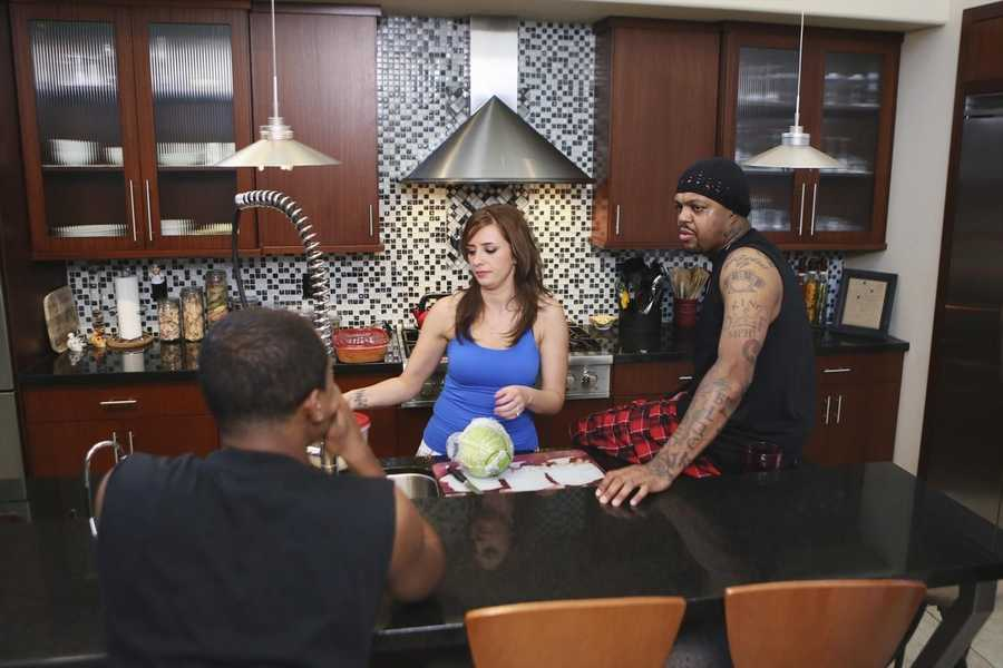 """DJ Paul/Plaxico Burress"" - Academy Award-winning rapper DJ Paul of Three 6 Mafia and former NFL wide receiver Plaxico Burress are featured on the SEASON FINALE of ABC's ""Celebrity Wife Swap,"" TUESDAY, JULY 29 (10:00- 11:00 p.m., ET) (Photo by ABC/Ronda Churchill)."