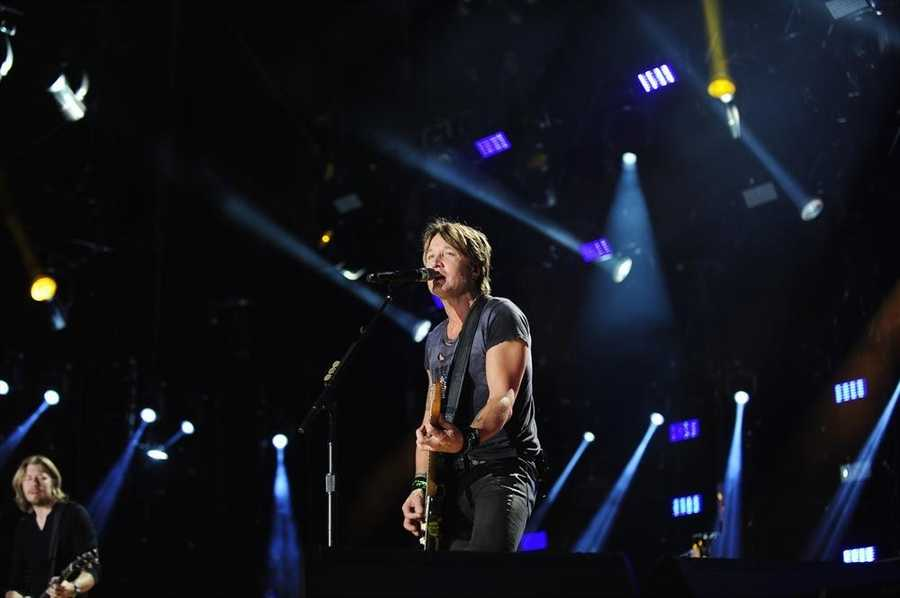 """KEITH URBAN -- CMA MUSIC FESTIVAL: COUNTRY'S NIGHT TO ROCK - The ABC Television Network airs """"CMA Music Festival: Country's Night to Rock"""" on TUESDAY, AUGUST 5 (8:00-11:00 PM/ET). (ABC/Derek Martinez)"""