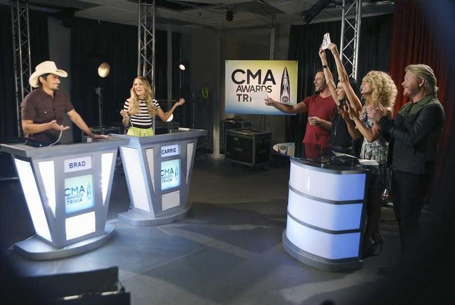 """BRAD PAISLEY, CARRIE UNDERWOOD, LITTLE BIG TOWN -- CMA MUSIC FESTIVAL: COUNTRY'S NIGHT TO ROCK - The ABC Television Network airs """"CMA Music Festival: Country's Night to Rock"""" on TUESDAY, AUGUST 5 (8:00-11:00 PM/ET). (ABC/Mark Levine)"""