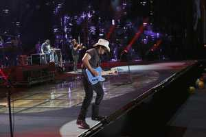 "BRAD PAISLEY -- CMA MUSIC FESTIVAL: COUNTRY'S NIGHT TO ROCK - The ABC Television Network airs ""CMA Music Festival: Country's Night to Rock"" on TUESDAY, AUGUST 5 (8:00-11:00 PM/ET). (ABC/Mark Levine)"