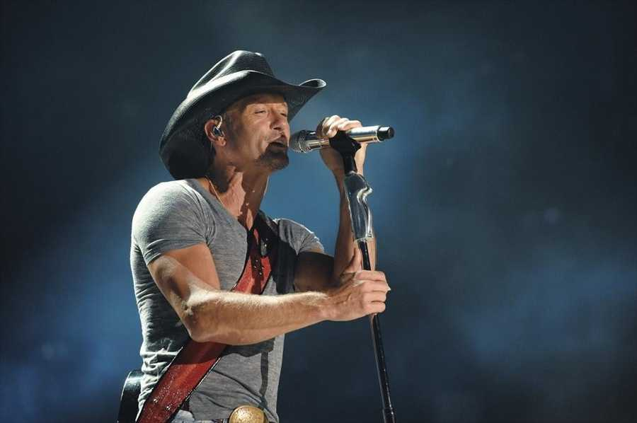 """TIM MCGRAW -- CMA MUSIC FESTIVAL: COUNTRY'S NIGHT TO ROCK - The ABC Television Network airs """"CMA Music Festival: Country's Night to Rock"""" on TUESDAY, AUGUST 5 (8:00-11:00 PM/ET). (ABC/Eric Gebhart)"""