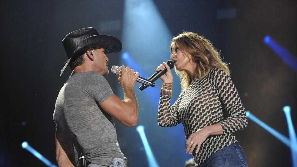 "TIM MCGRAW, FAITH HILL -- CMA MUSIC FESTIVAL: COUNTRY'S NIGHT TO ROCK - The ABC Television Network airs ""CMA Music Festival: Country's Night to Rock"" on TUESDAY, AUGUST 5 (8:00-11:00 PM/ET). (ABC/Eric Gebhart)"