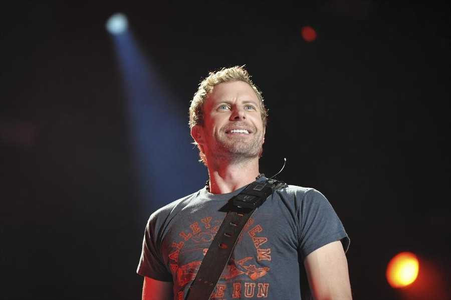 """DIERKS BENTLEY -- CMA MUSIC FESTIVAL: COUNTRY'S NIGHT TO ROCK - The ABC Television Network airs """"CMA Music Festival: Country's Night to Rock"""" on TUESDAY, AUGUST 5 (8:00-11:00 PM/ET). (ABC/Eric Gebhart)"""