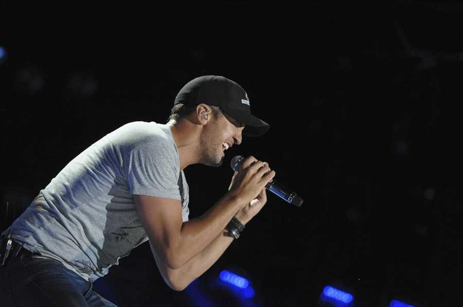 """LUKE BRYAN -- CMA MUSIC FESTIVAL: COUNTRY'S NIGHT TO ROCK - The ABC Television Network airs """"CMA Music Festival: Country's Night to Rock"""" on TUESDAY, AUGUST 5 (8:00-11:00 PM/ET). (ABC/Eric Gebhart)"""