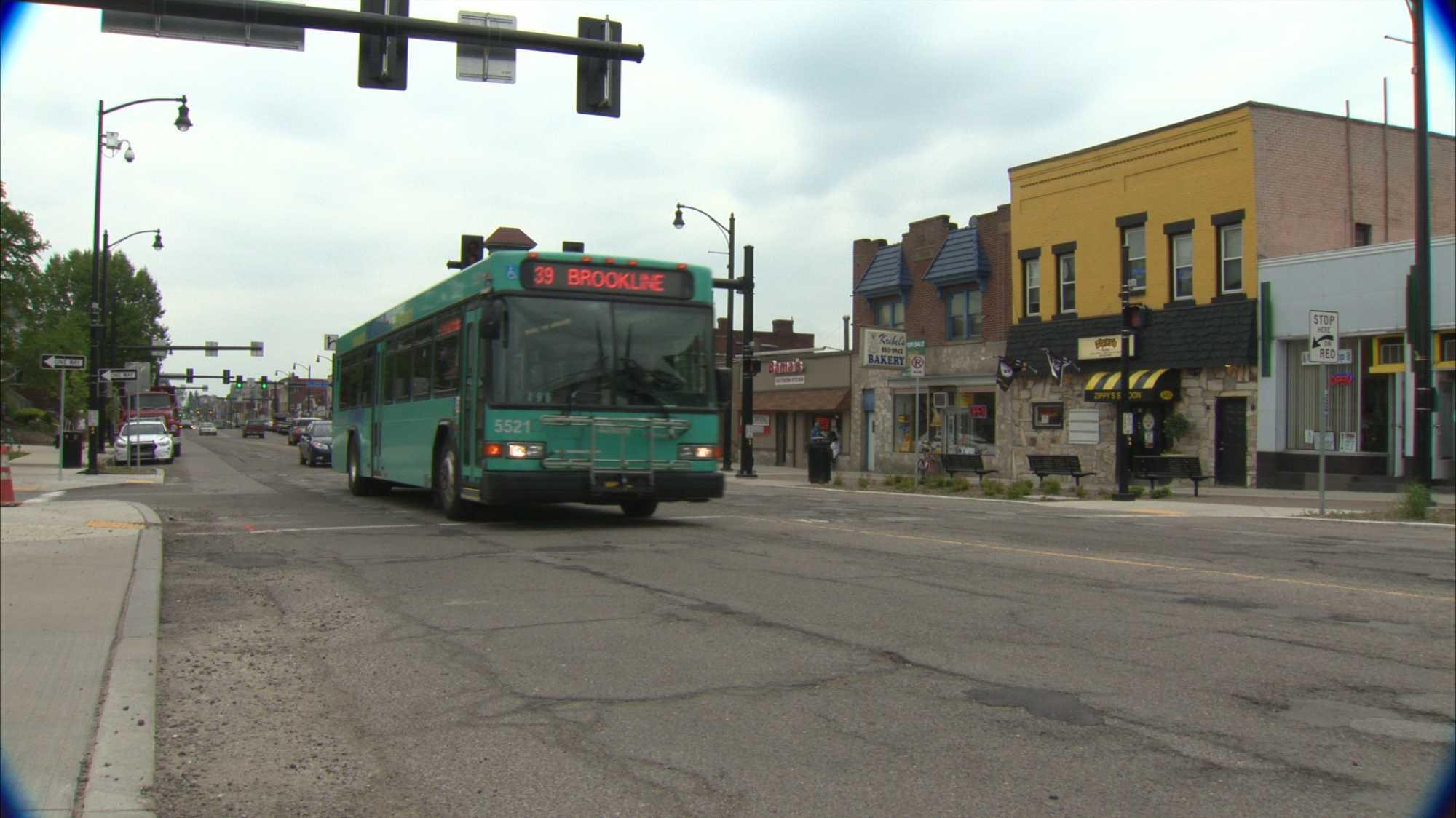 The 39 Brookline bus route serves Brookline Boulevard.
