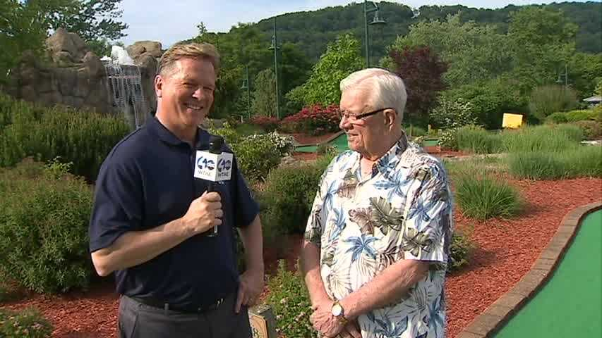 Joe DeNardo with Pittsburgh's Action Weather chief meteorologist Mike Harvey at the Heath Miller Mini-Golf Classic.