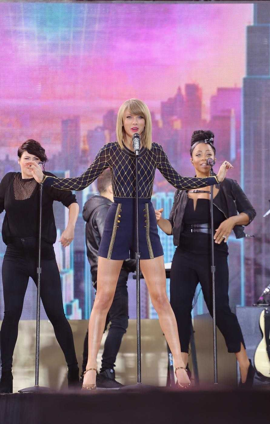 "Country Music artist Taylor Swift performed live in Times Square on ""Good Morning America,"" 10/30/14. (ABC/Fred Lee)"