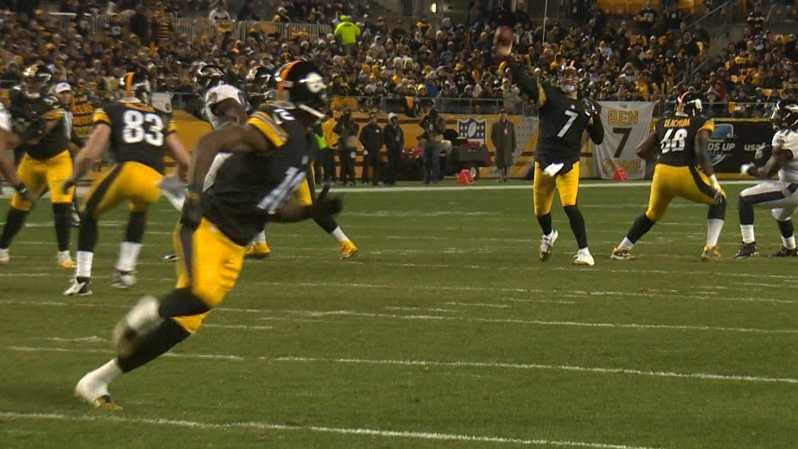 Ben Roethlisberger throws a touchdown pass to Martavis Bryant.
