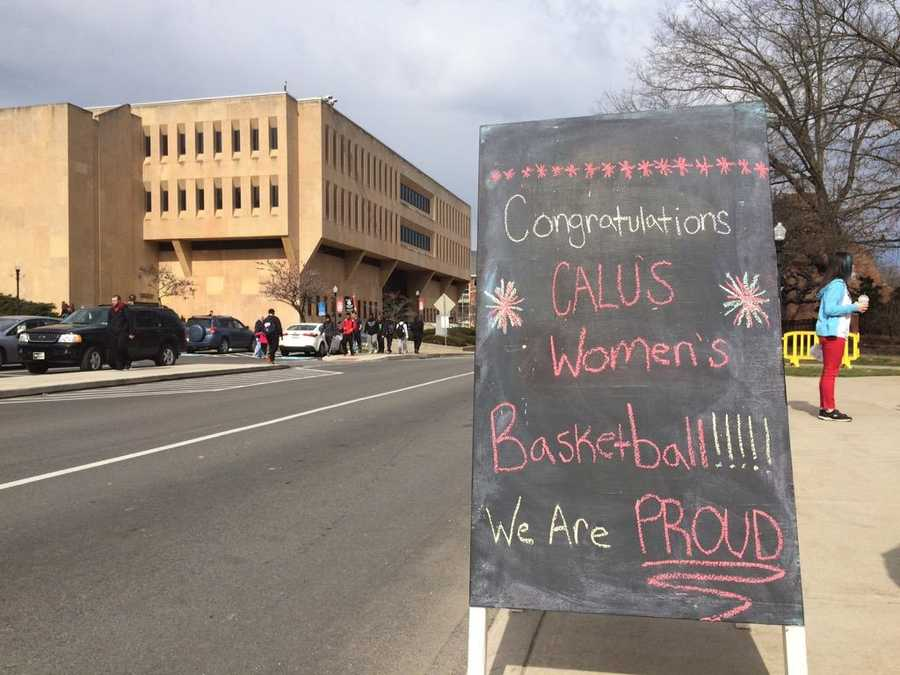 Getting ready to celebrate the champs! @CalUofPA hosting parade for @CalUofPAWBB today at 11 @WTAE