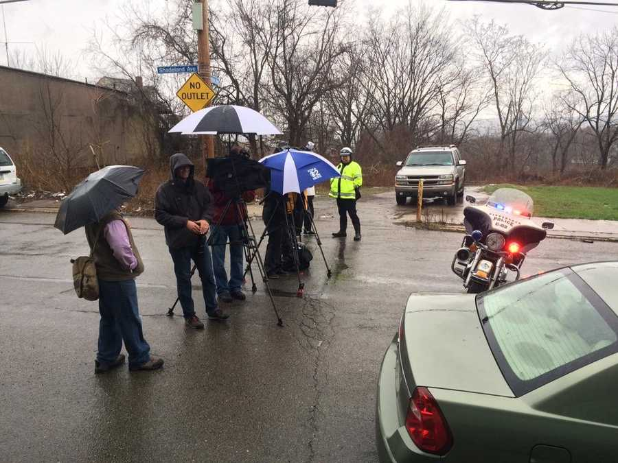 Shoutout to hardworking #Pittsburgh media--keeping you in the know thru all kinds of gross weather. #waitingoninfo