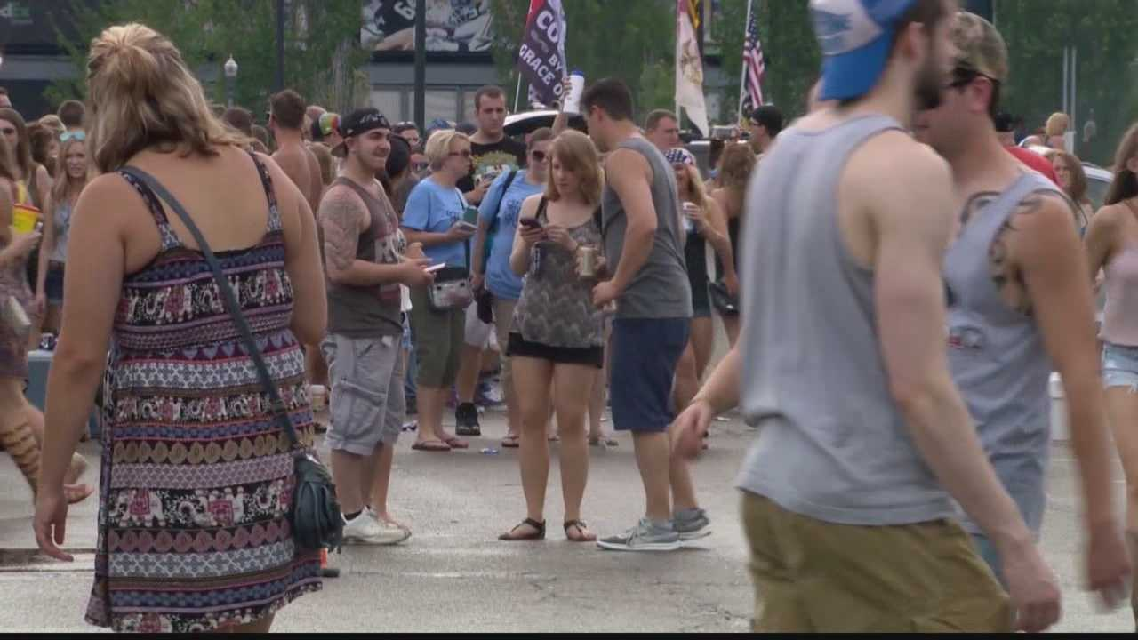 Pittsburgh's Action News 4's Laurie Penco reports from Heinz Field on how fans treated the parking lots for this year's Kenny Chesney concert.