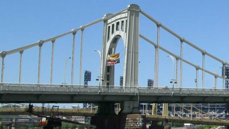 This is how the yellow Andy Warhol Bridge would look if it was repainted silver.