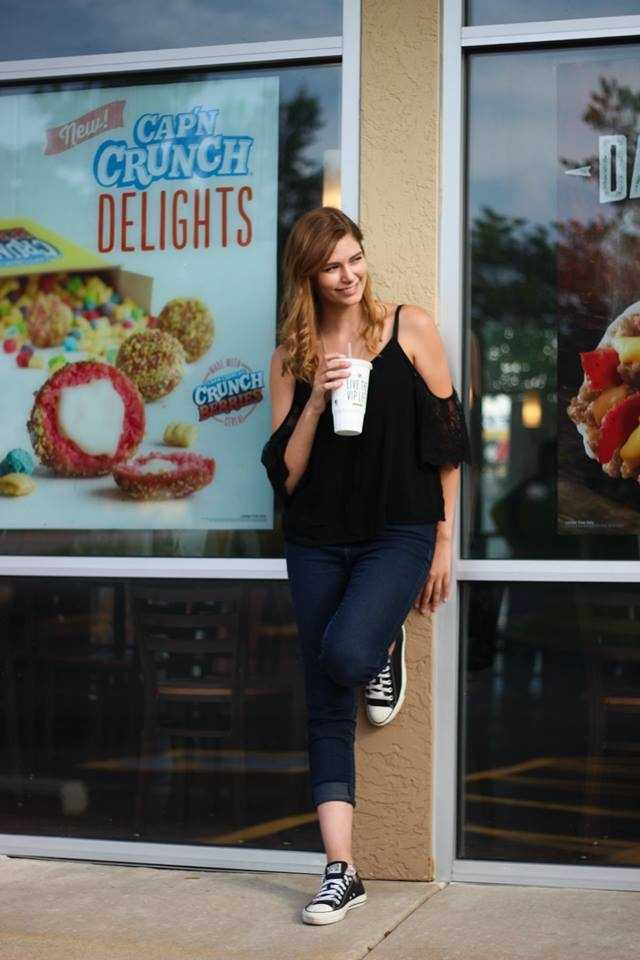 A high school student in Missouri was inspired to take her senior pictures at an interesting place: Taco Bell. Brendan Batchelor Photography