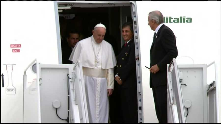 Pope Francis arrives in the United States for the first time for a 6-day visit