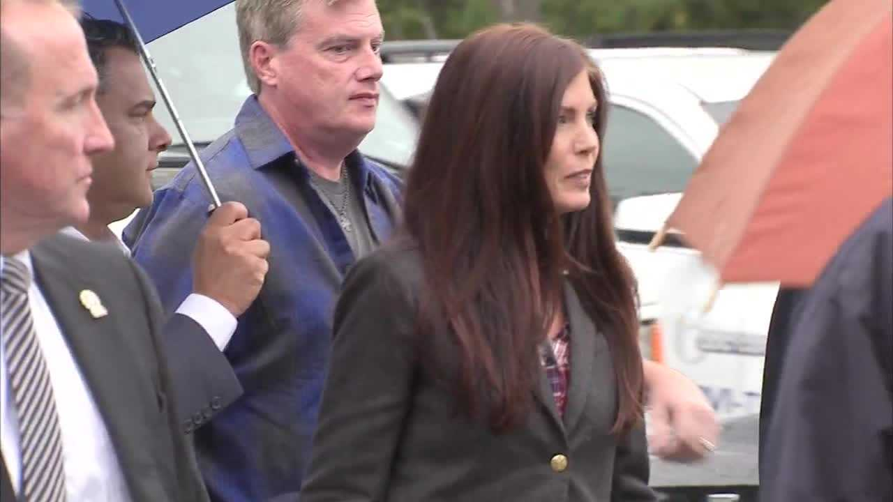 img-Raw Video AG Kathleen Kane arrives for arraignment on additional perjury charge