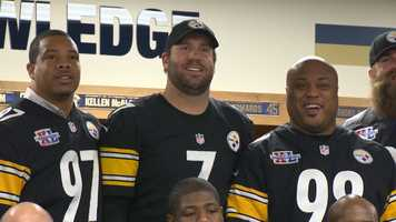 Ben Roethlisberger joined his former teammates for the photo op, just before leading the current Steelers to a 30-9 win over the Cleveland Browns.