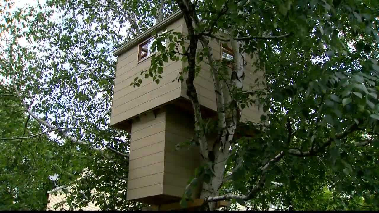 A 14-year-old girl plans to dismantle a two-story treehouse that ran afoul of zoning codes in her community.