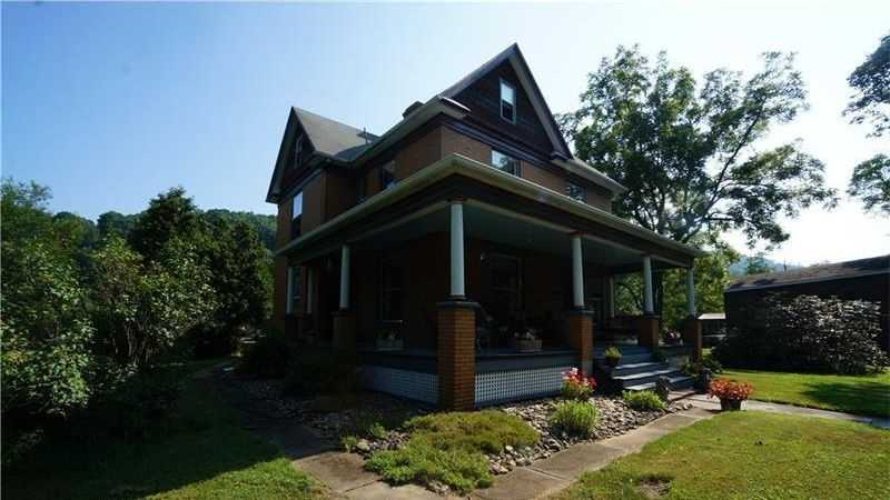 "This house, featured on realtor.com, was used as the home of Buffalo Bill in the movie ""The Silence of the Lambs."""
