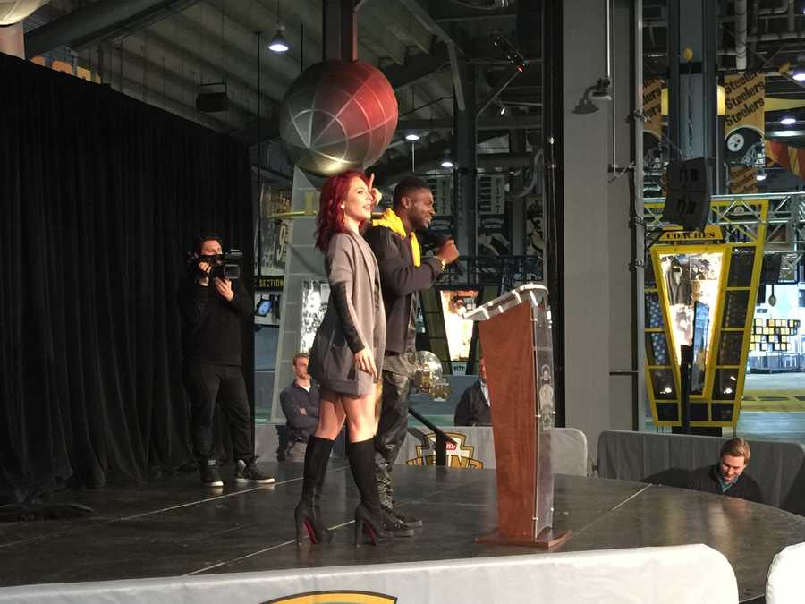 """Antonio Brown thanked fans for supporting his journey on Dancing with the Stars and let it be known that """"Business is booming!"""""""