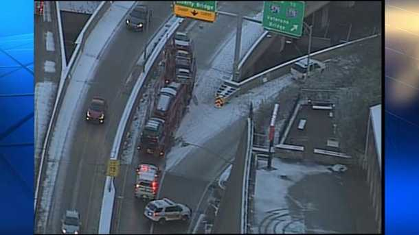 Icy ramps to Liberty and Veterans Bridge *closed*  off of Blvd of Allies due to multiple crashes