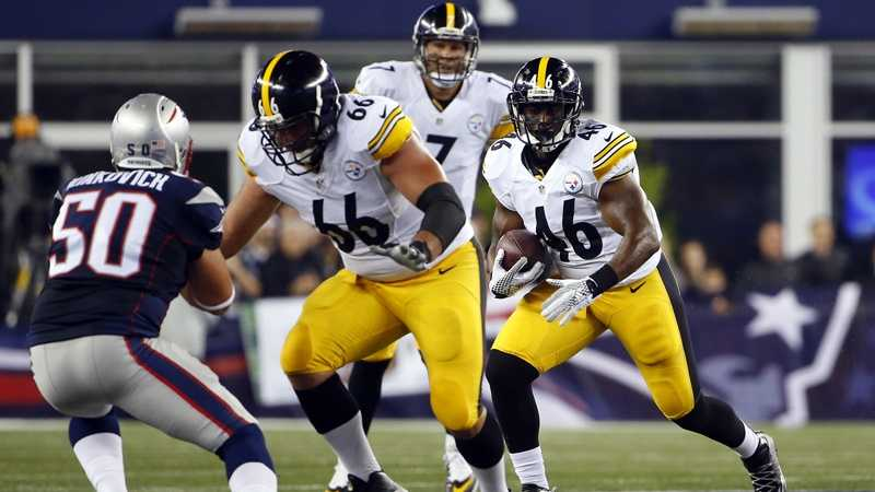 Will Johnson carries the ball for the Steelers.