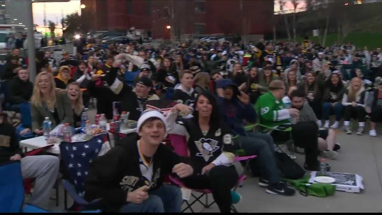 img-Pens fans cheer on win at big screen