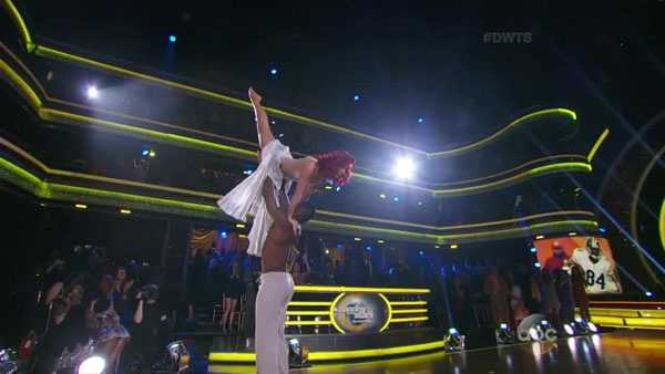Antonio Brown and Sharna Burgess perform a Contemporary dance in the semifinals.