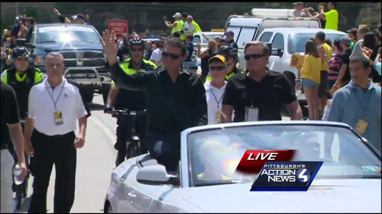 Penguins owners Mario Lemieux and Ron Burkle ride through the 2016 Stanley Cup Championship victory parade.