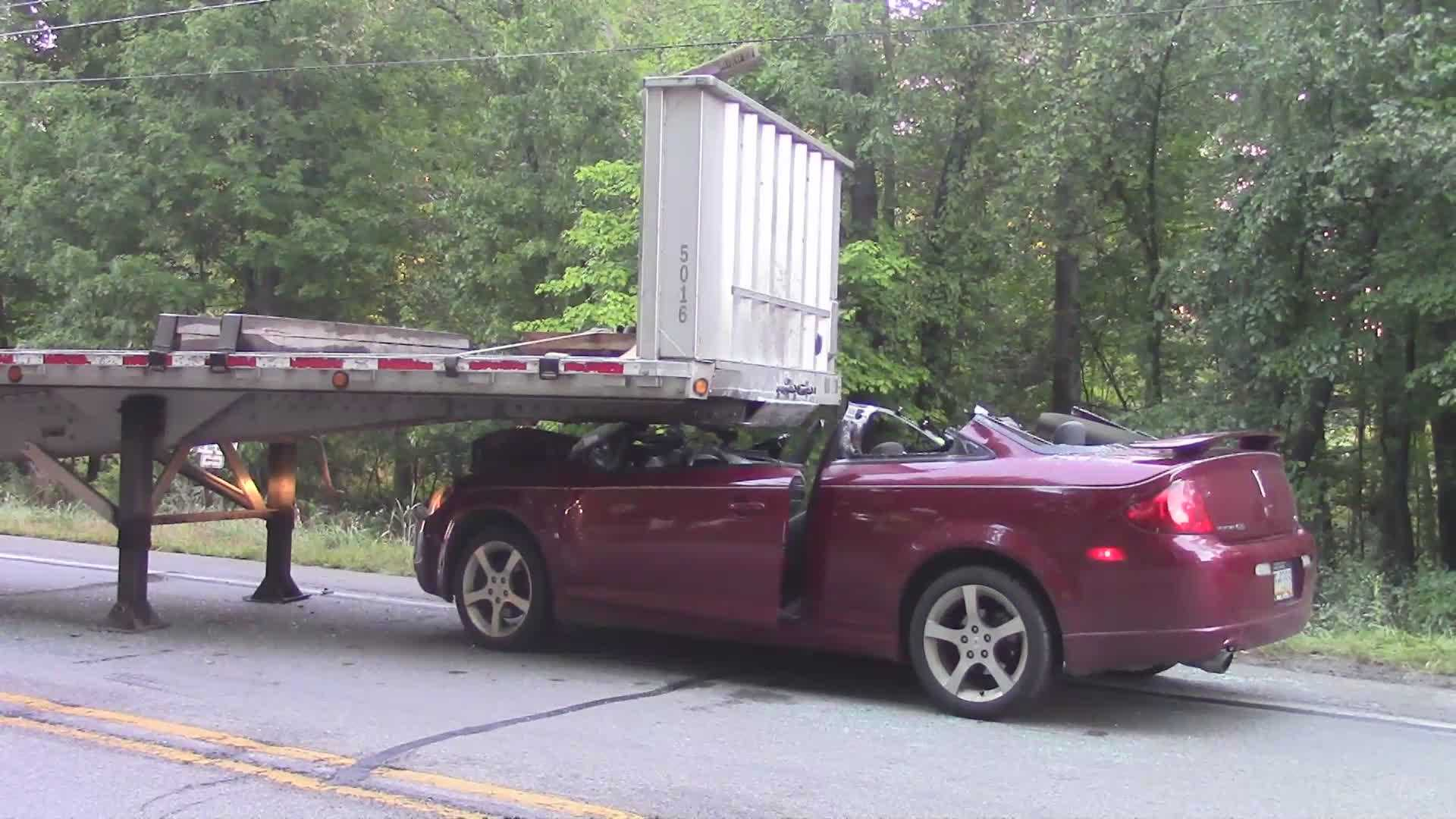 trailer crash 02