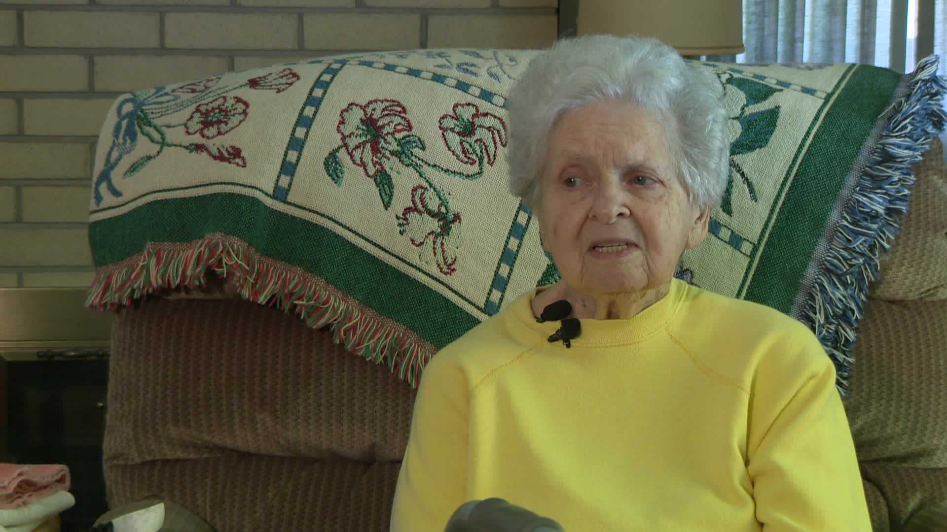 Robber took a ring her late husband gave her in the 1950's
