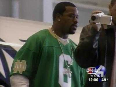 Joey Porter and several teammates wore Notre Dame throwback jerseys in honor of Jerome Bettis during the Steelers' flight to Detroit for Super Bowl XL.