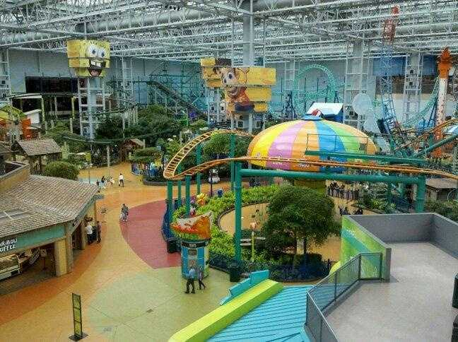 Minnesota's Mall of America -- the largest shopping mall in the U.S. -- had just opened for business, spanning 78 acres.