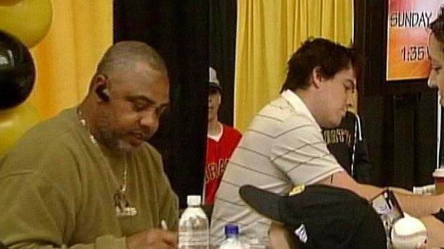 Dave Parker, formerly of the Pittsburgh Pirates, signs autographs at the 2009 PirateFest.
