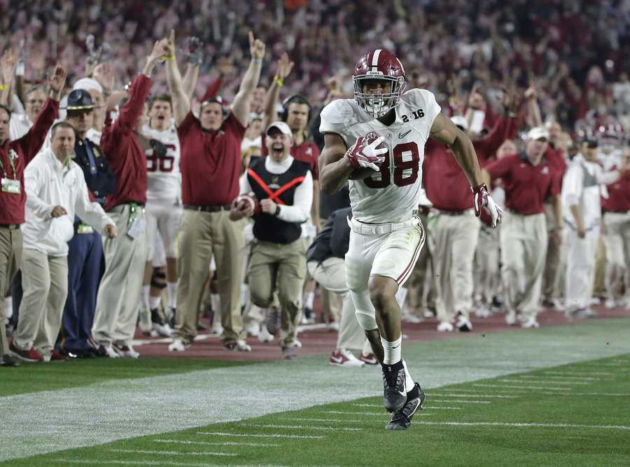 Alabama's O.J. Howard heads to the end zone for a touchdown reception during the second half of the NCAA college football playoff championship game against Clemson Monday, Jan. 11, 2016, in Glendale, Ariz.