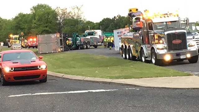 Overturned big rig closes part of Lakeshore Parkway in Homewood