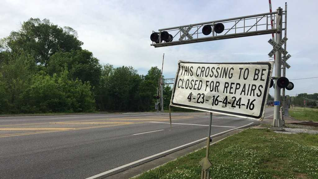 Alabaster RR crossing closing 2.jpg