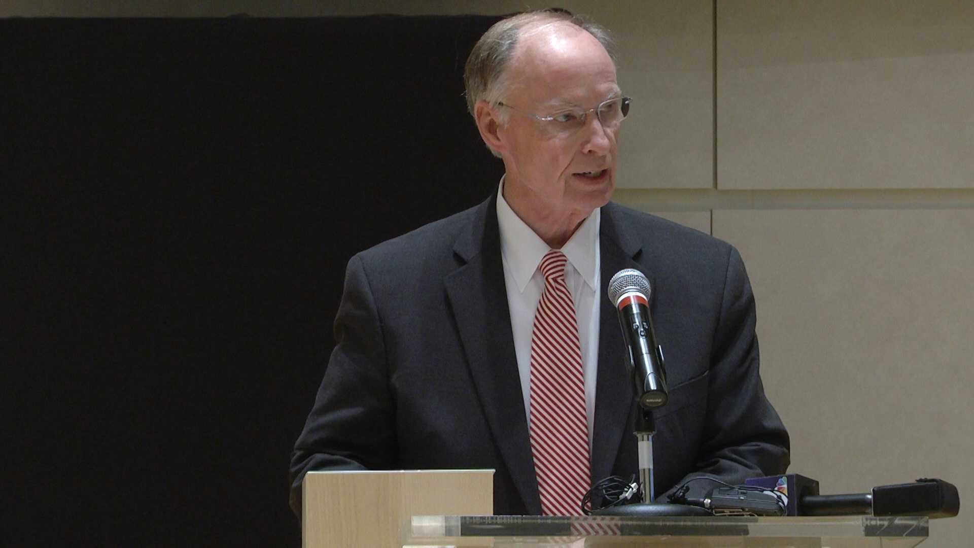 Governor Robert Bentley Vance April 2016.jpg